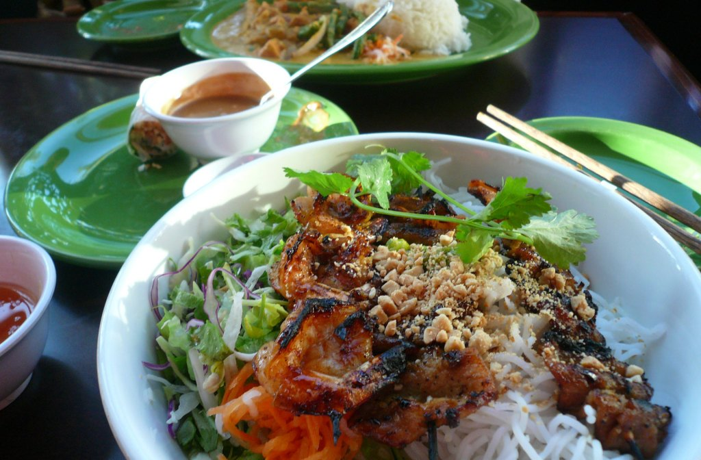 10 dishes you must try in Vietnam
